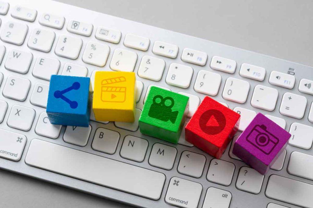 Revolver blog - deljenje vsebine - raznolika vsebina